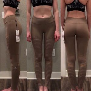 New Alo Yoga Moto Leggings in Gravel Size Small